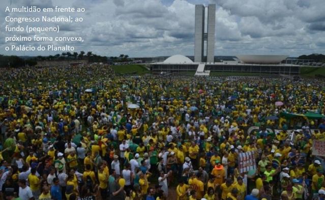 multidão em frente ao congresso